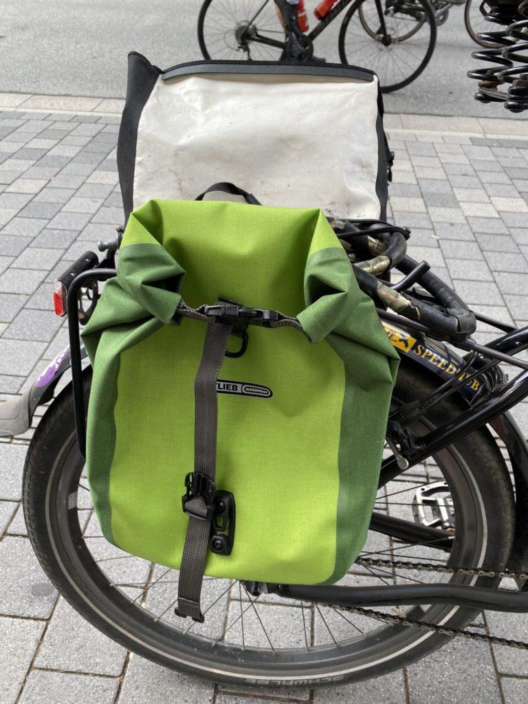 Fahrrad-mit-tasche