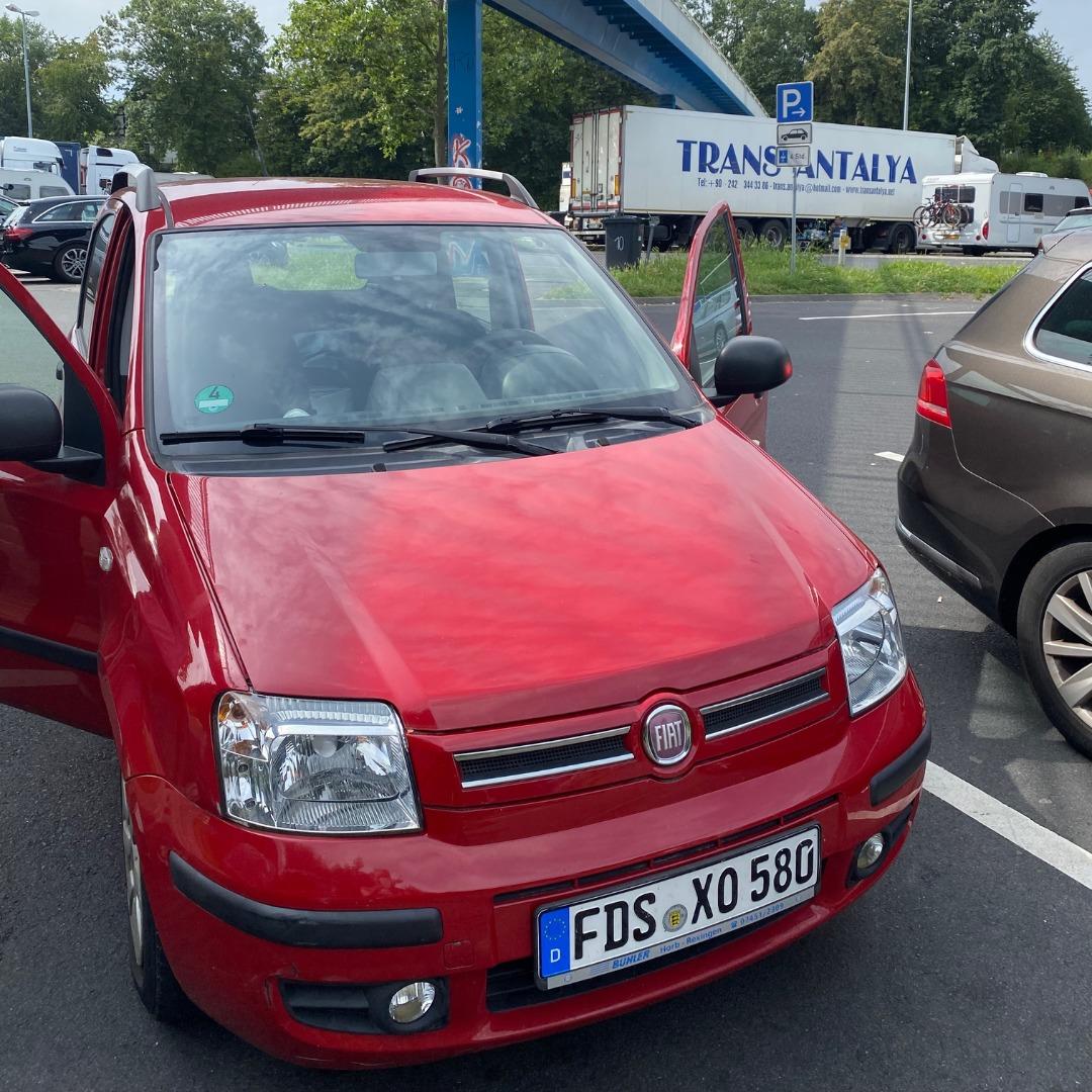 roter Fiat panda
