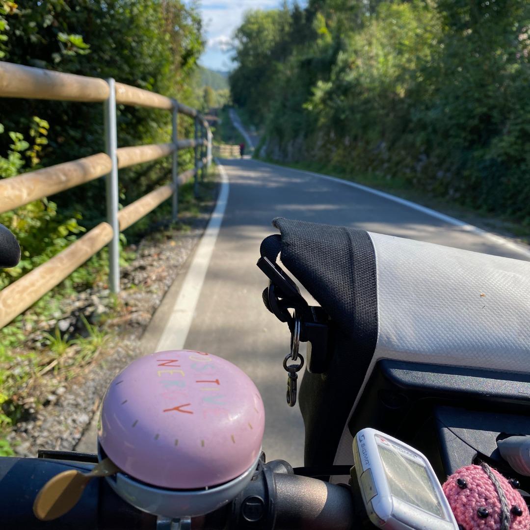 Radweg mit Fahrradklingel